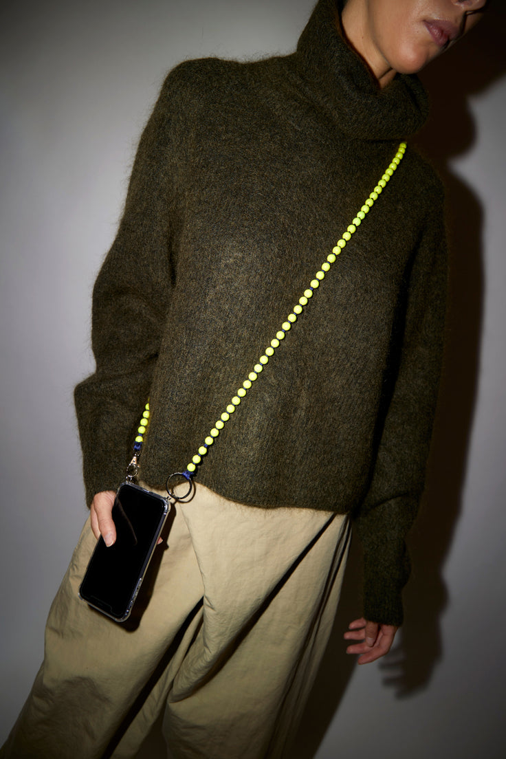 Image of Ina Seifart Handykette Iphone Necklace in Neon Yellow and Dark Blue Thread