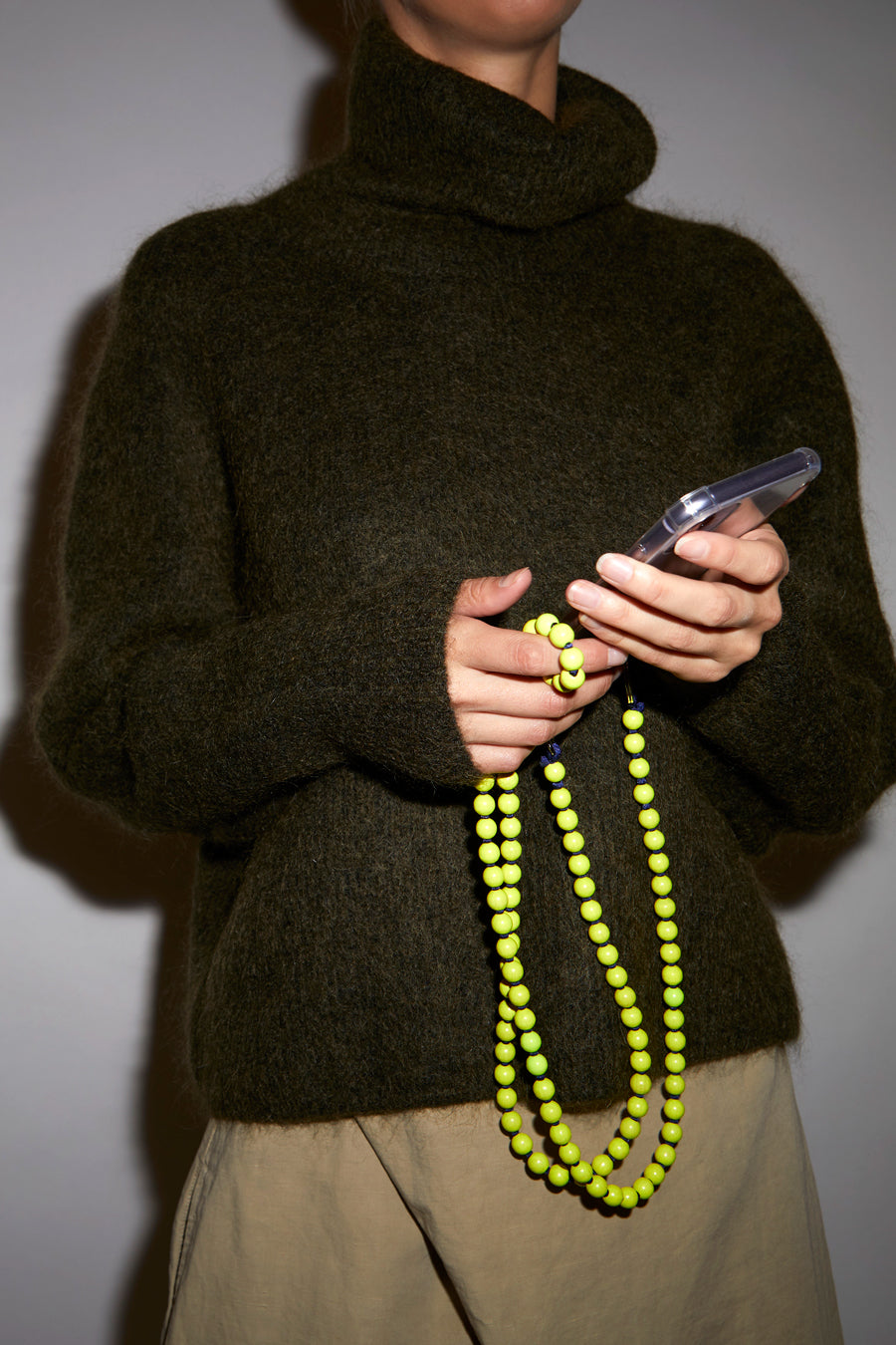 Ina Seifart Handykette Iphone Necklace in Neon Yellow and Dark Blue Thread