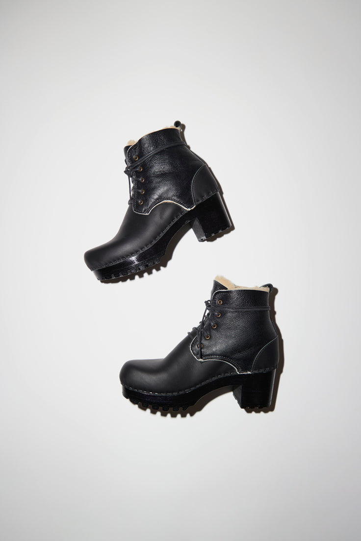 Image of No.6 Lander Lace Up Shearling Clog Boot on Mid Tread in Ink Aviator on Black Base