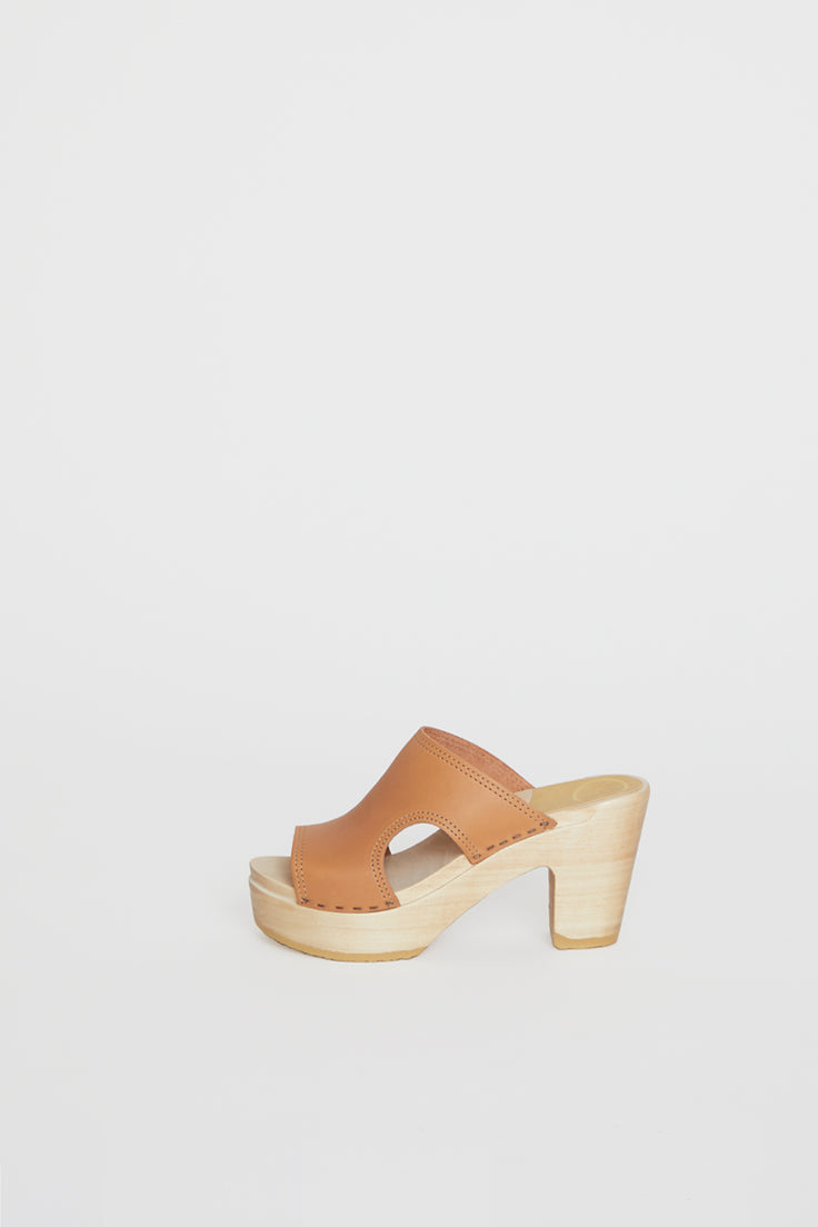Image of No.6 Alexis Cut Out Slide Clog on Platform in Desert