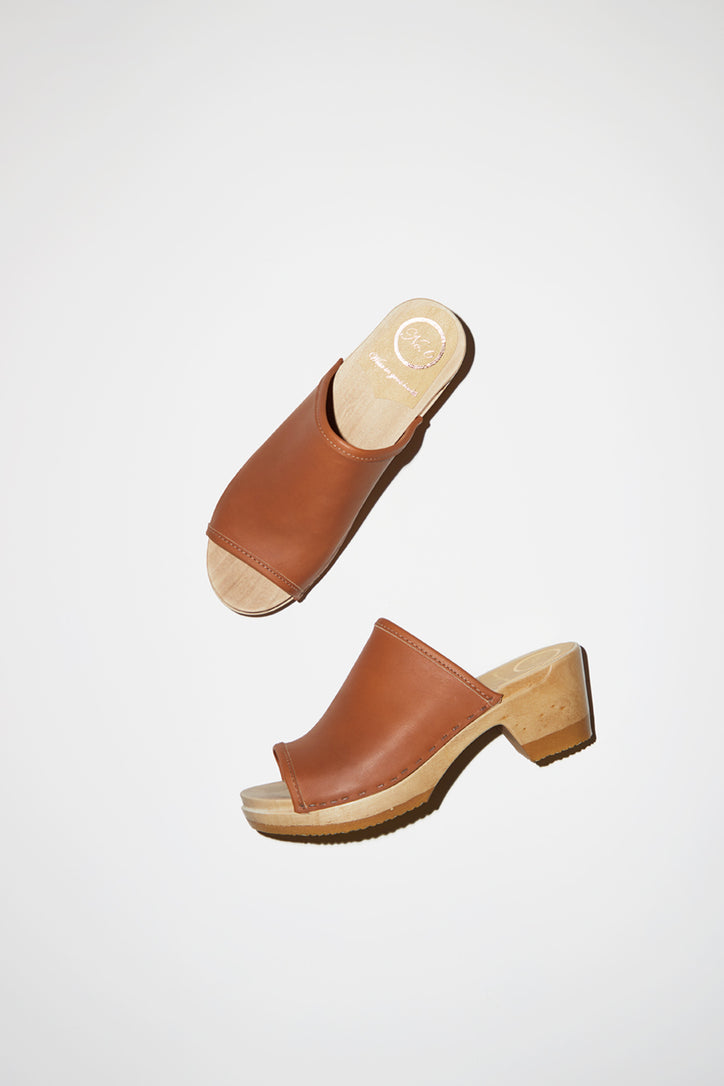 Image of No.6 Daria Clog on Mid Heel in Caramel