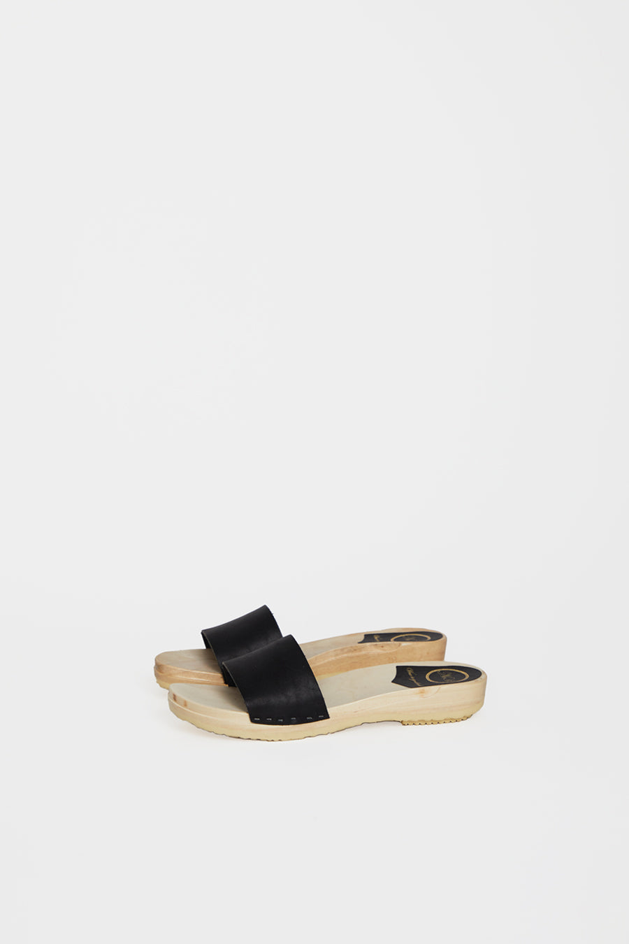 No.6 Line Sandal on Flat Base in Coal