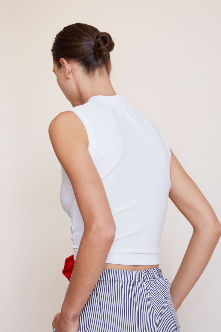Image of Astrid Deigner Cropped Sleeveless T-Shirt in White / Navy / Red