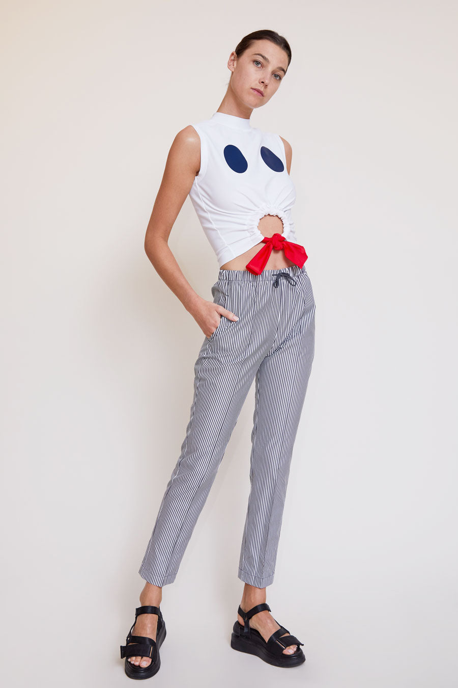 Astrid Deigner Cropped Sleeveless T-Shirt in White / Navy / Red