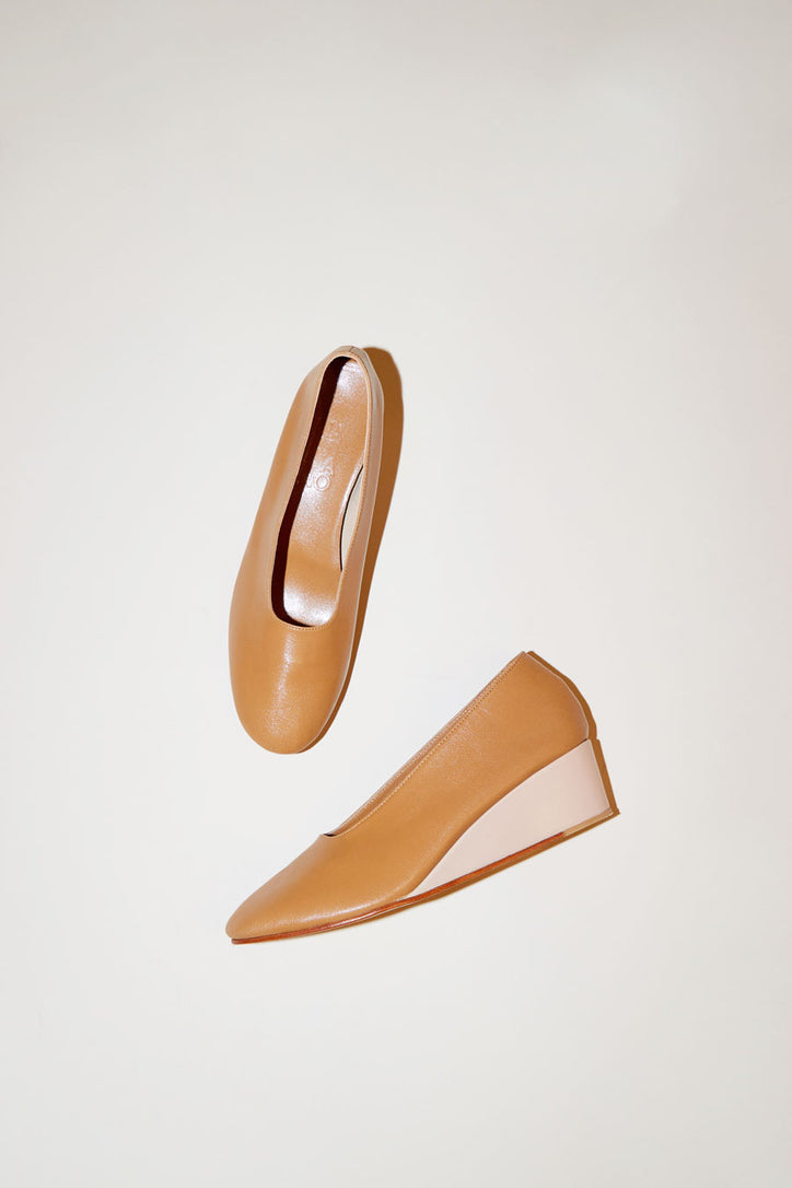 Image of Martiniano Glove Wedge in Camel/Makeup