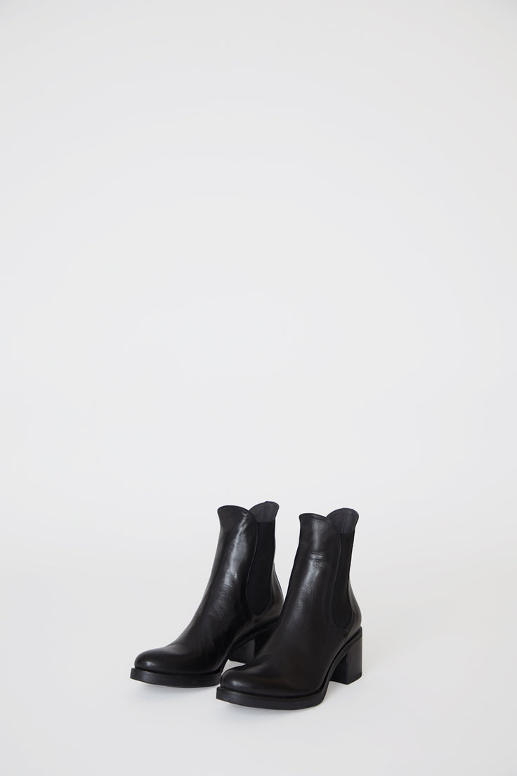 Image of No.6 Pull on Chelsea Boot in Nero