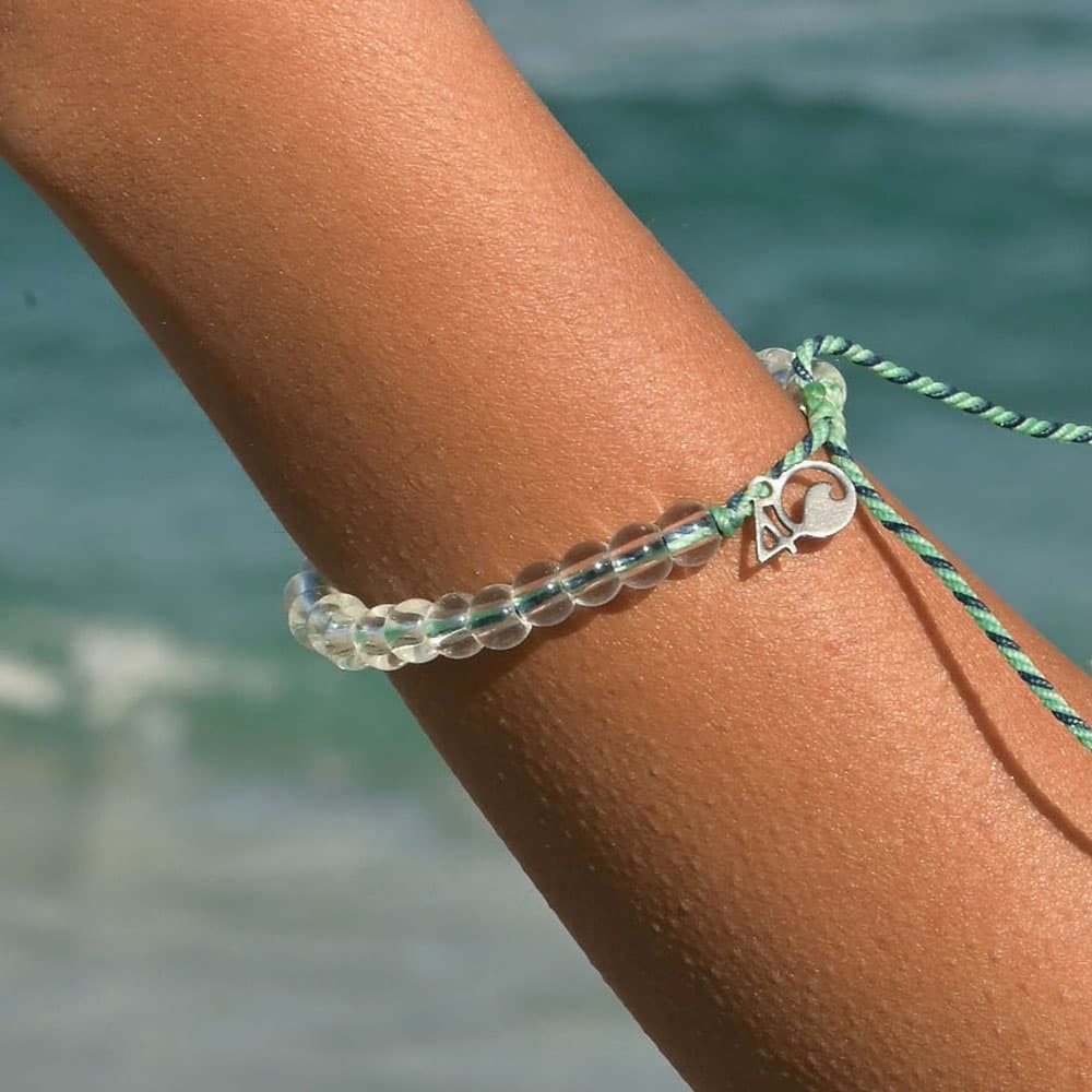 A woman wearing the 4ocean Stingray Limited Edition Beaded Bracelet