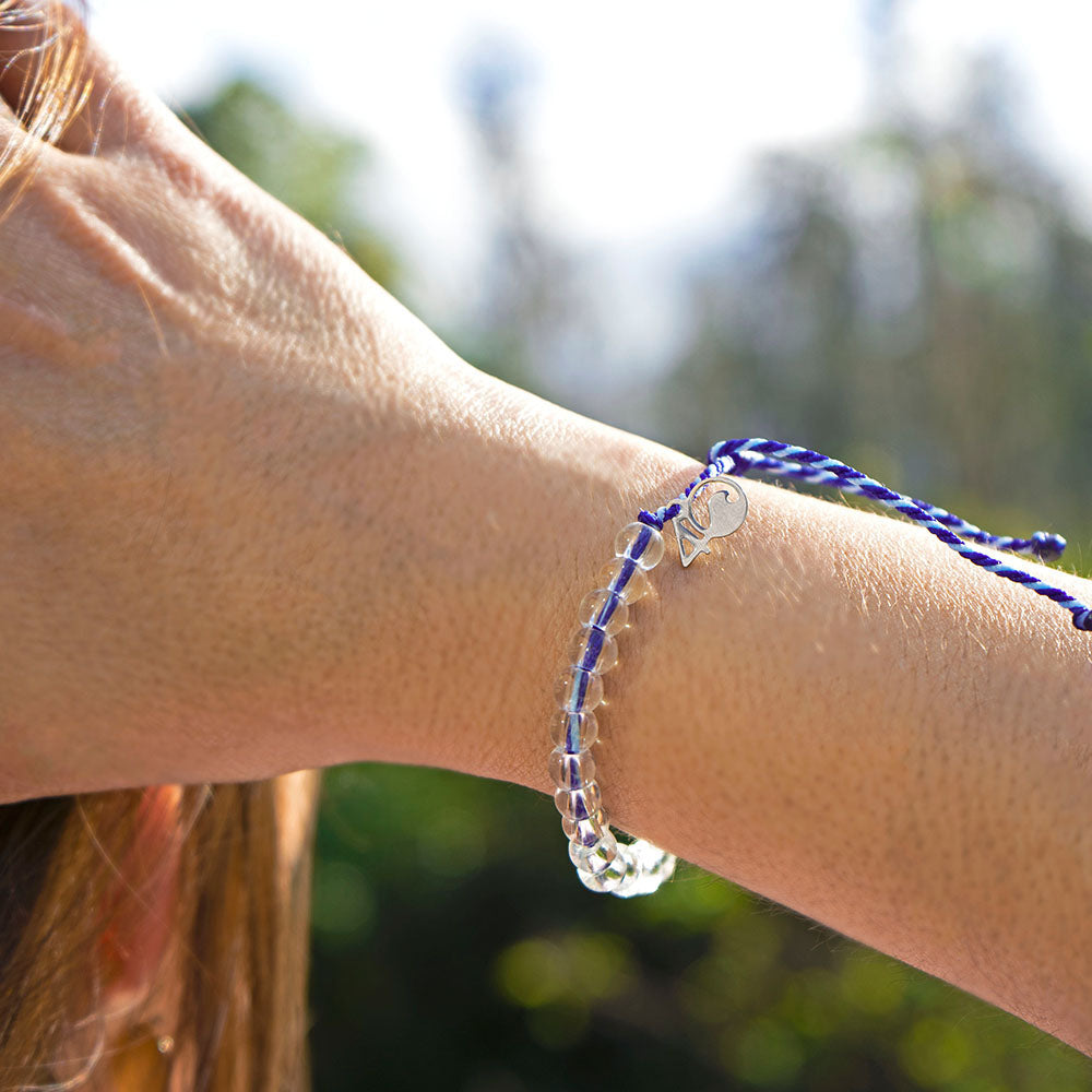 A person wearing the 4ocean Harp Seal Beaded Bracelet