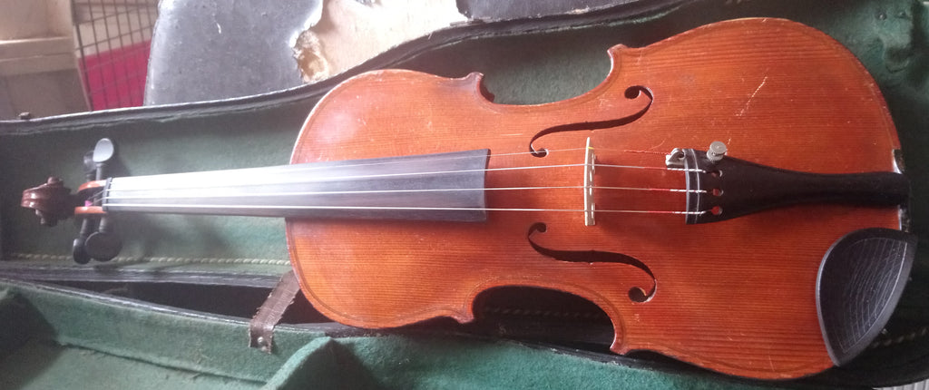 Well flamed antique violin 4/4