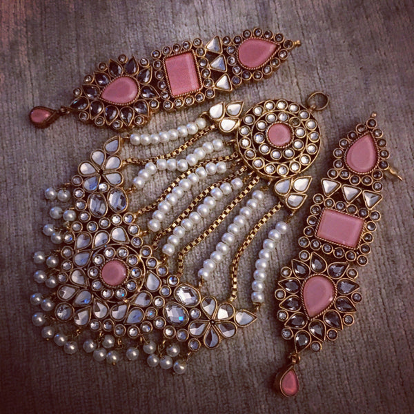 Mahnoor jhoomar earrings