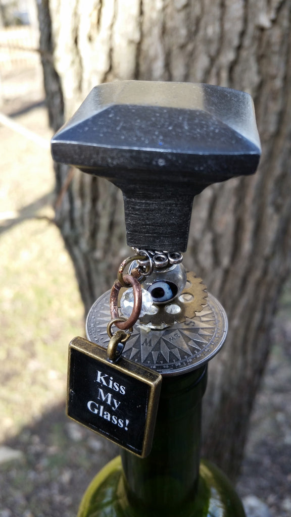 """Kiss My Glass!"" Wine Stopper"