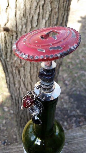 Distressed Barn Red Keyhole Wine Stopper