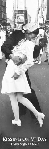 NY680 - Kissing on VJ Day, 12 x 36