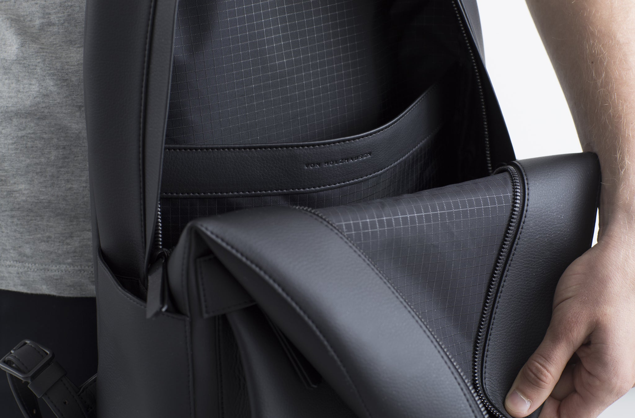 The Backpack in Technik-Leather in Black
