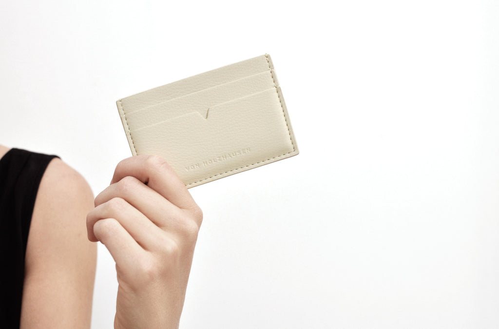 The Credit Card Holder in Technik-Leather in Oat