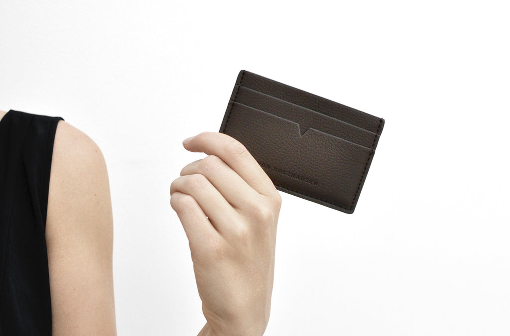 The Credit Card Holder in Technik-Leather in Taupe