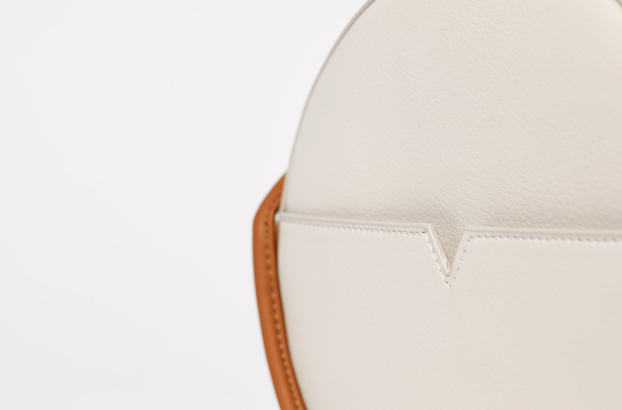 The Circle Crossbody in Banbū Leather in Oat