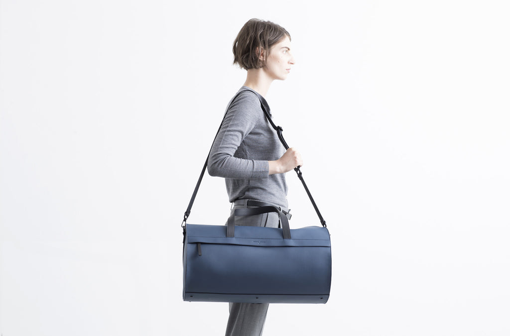 The Duffel in Technik-Leather in Denim and Black