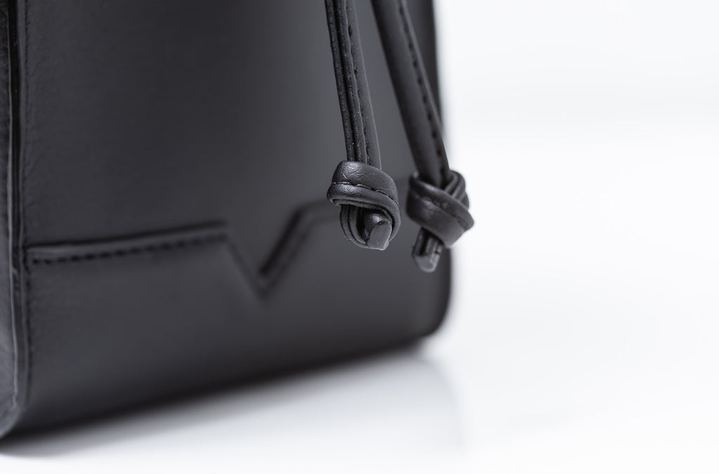 The Handheld in Technik-Leather in Black