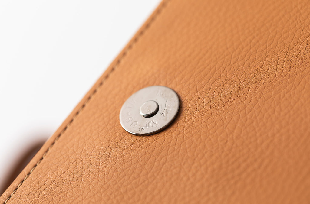 The Handheld in Technik-Leather in Caramel
