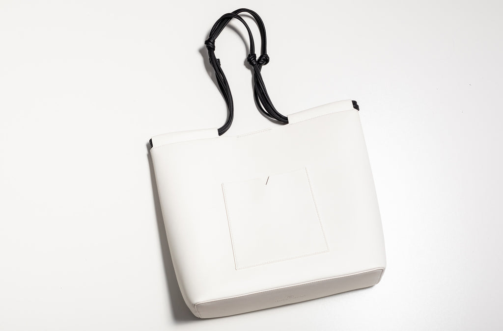 The Market Tote in Technik-Leather in White and Black