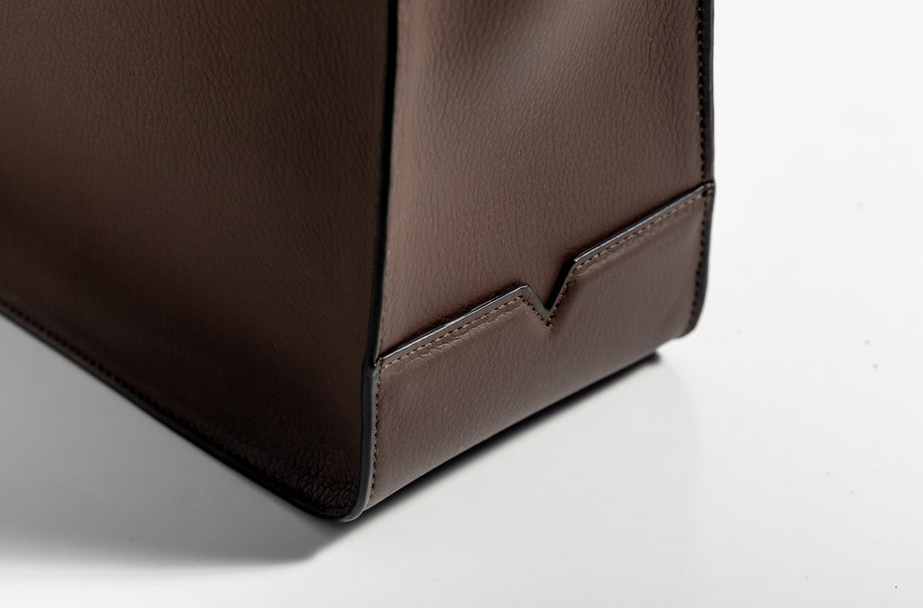 The Medium Shopper in Technik-Leather in Taupe and Black