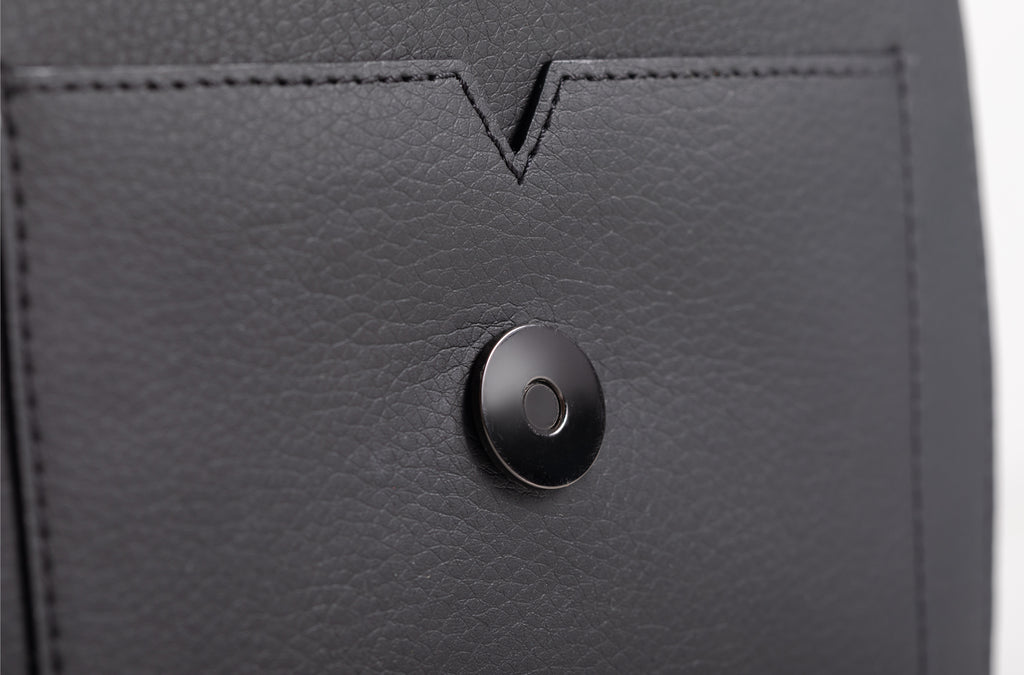 The Mini Handheld in Technik-Leather 2.0 in Black