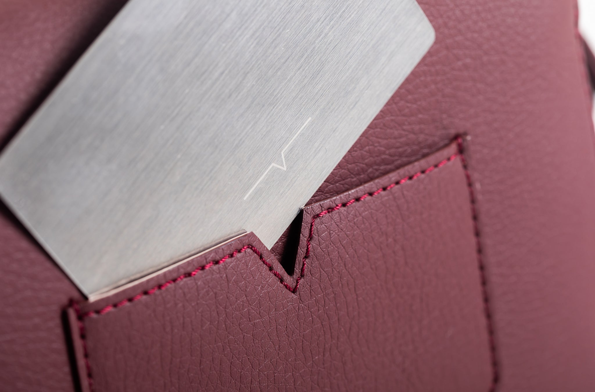 The Mini Handheld in Technik-Leather in Burgundy
