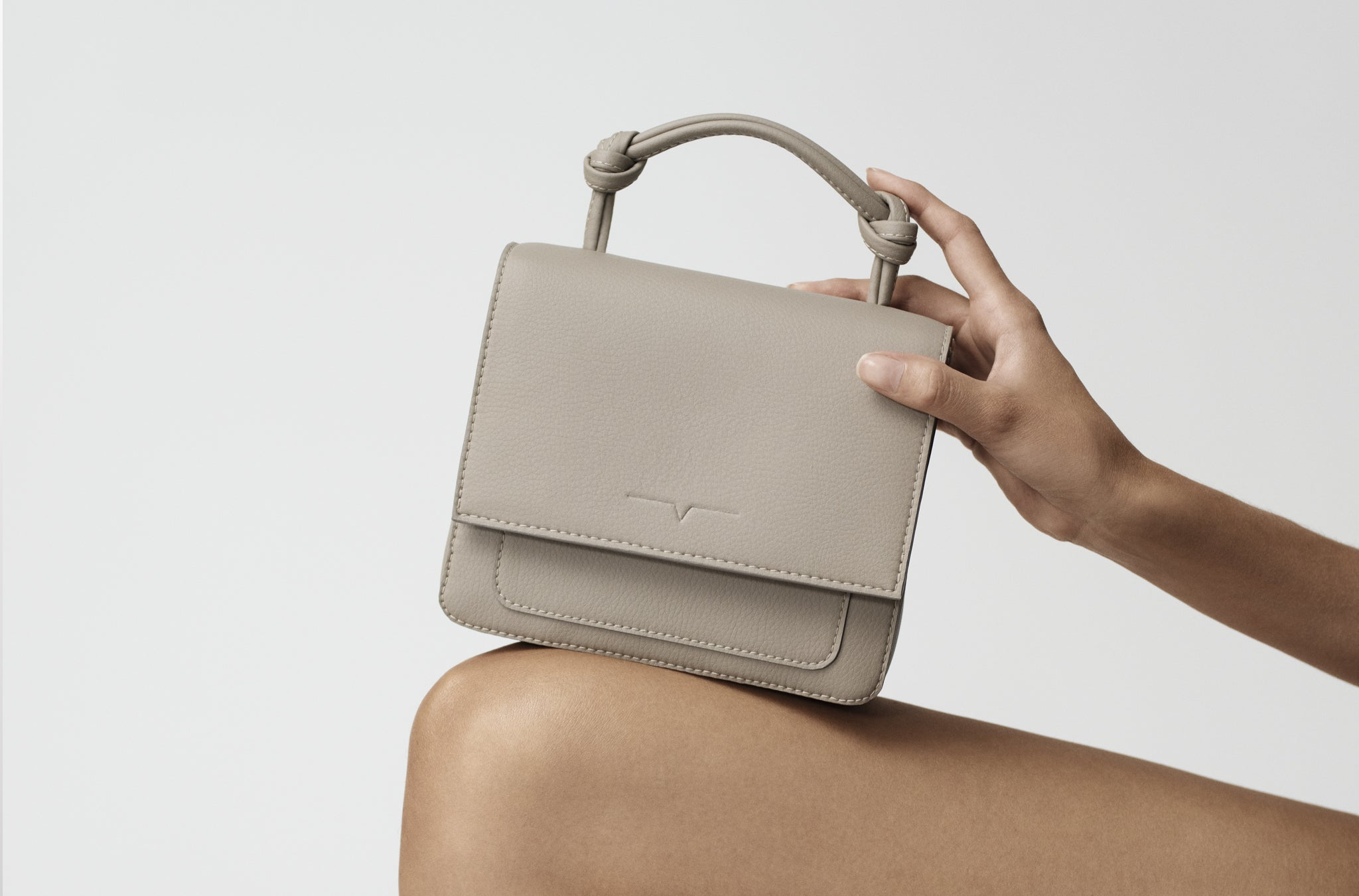 The Mini Handheld in Technik-Leather in Stone