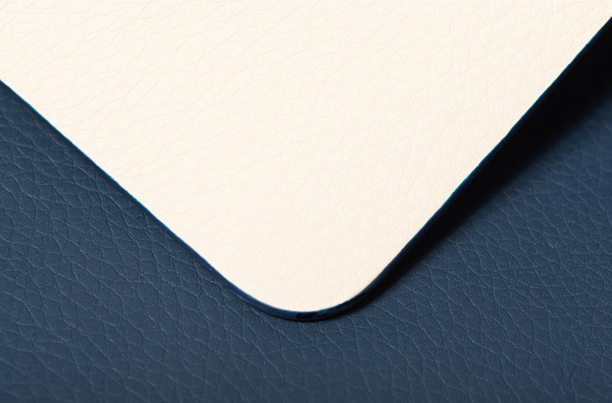 The Placemat in Technik-Leather in Oat & Denim