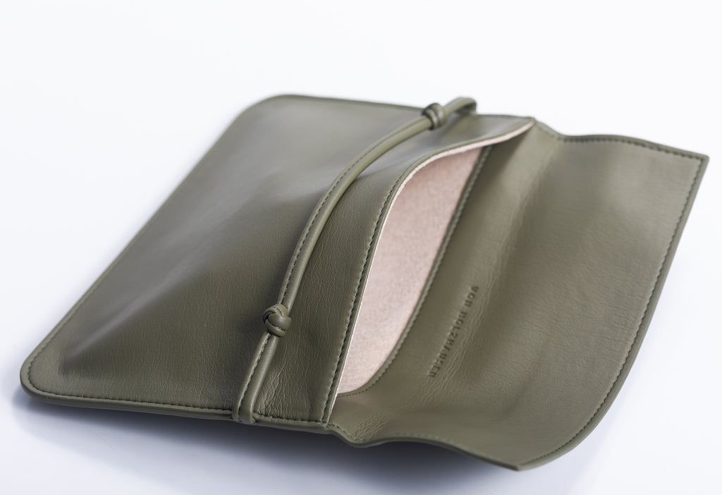 The Pouch in Technik-Leather in Moss