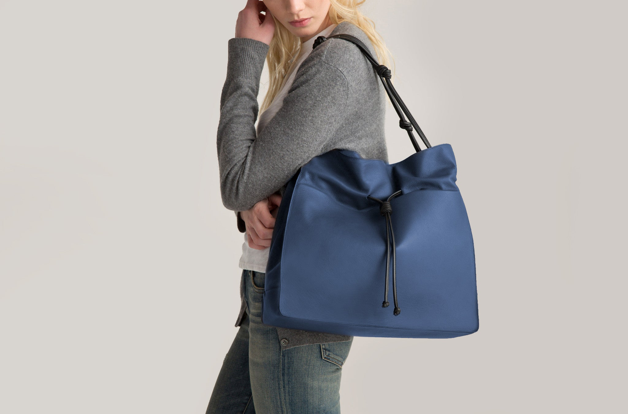 The Large Shopper in Technik-Leather in Denim and Black