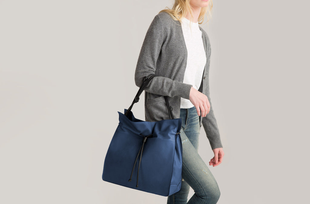 The Shopper in Technik-Leather in Denim and Black