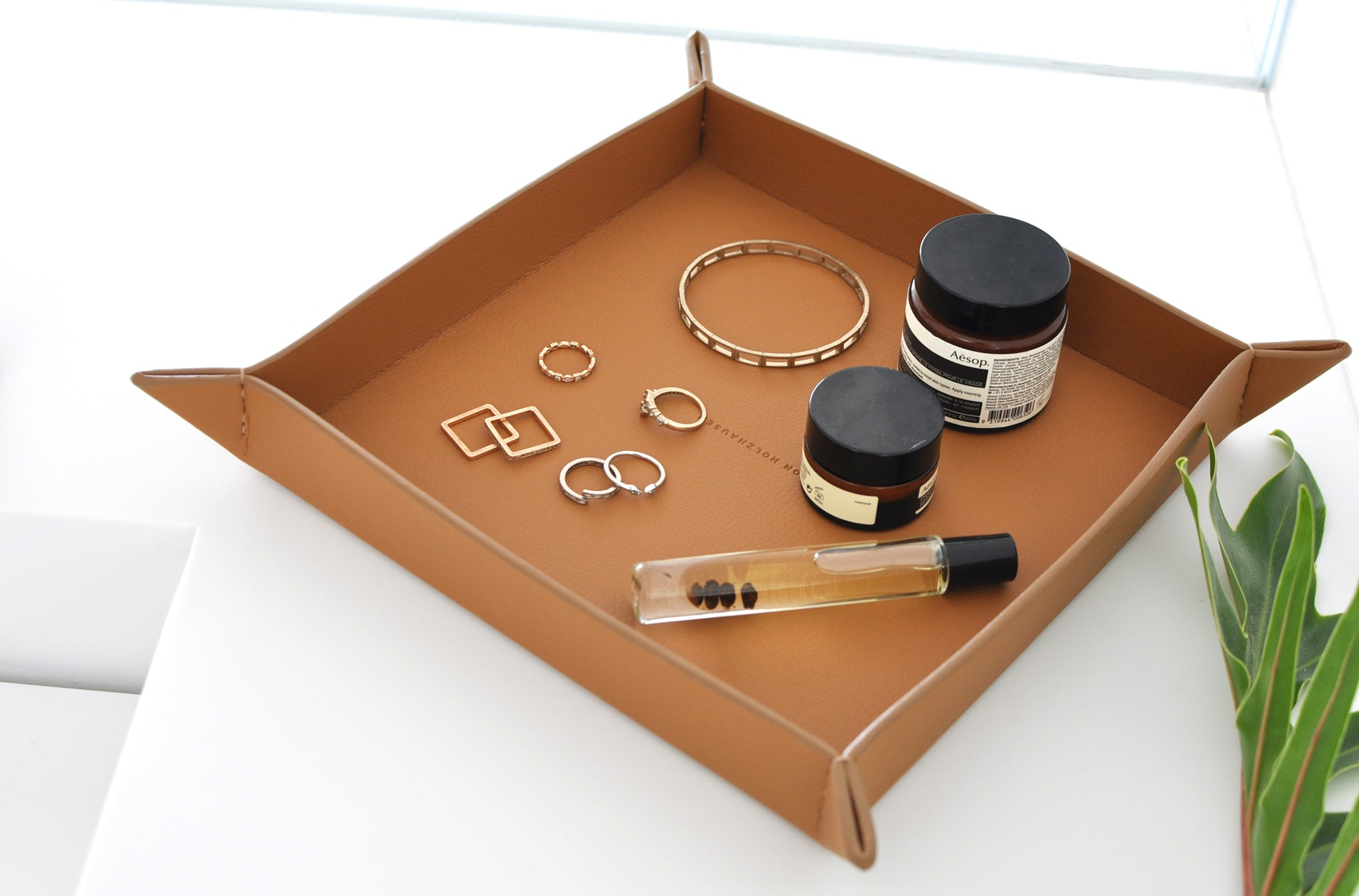 The Small Tray in Technik-Leather in Caramel