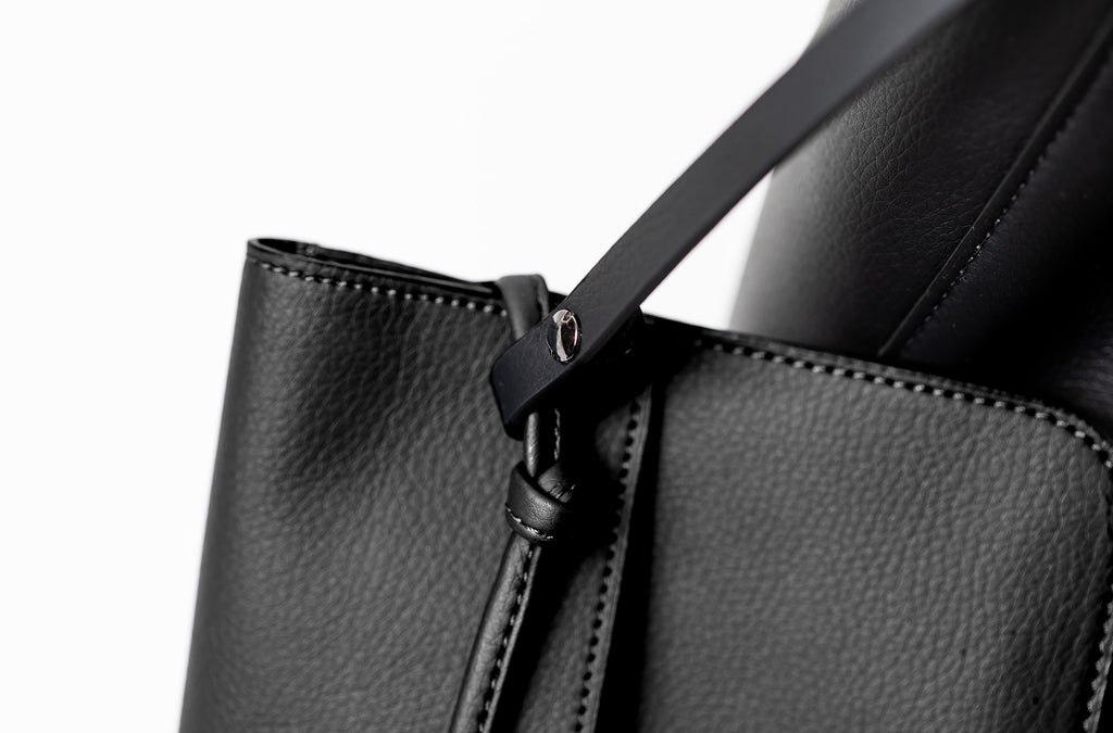 The Tote in Technik-Leather in Black