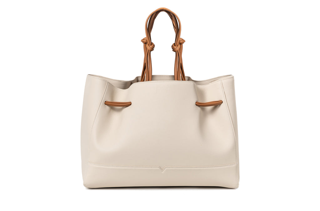 The Tote in Technik-Leather in Oat and Caramel
