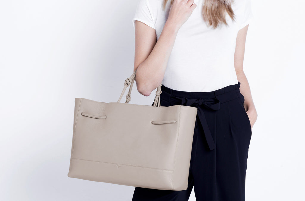 The Tote in Technik-Leather in Stone