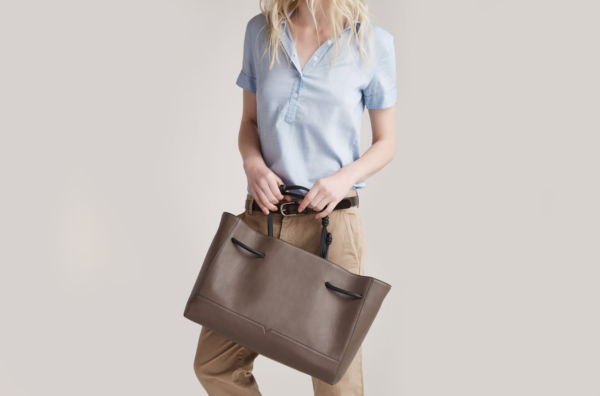 The Tote in Technik-Leather in Taupe and Black