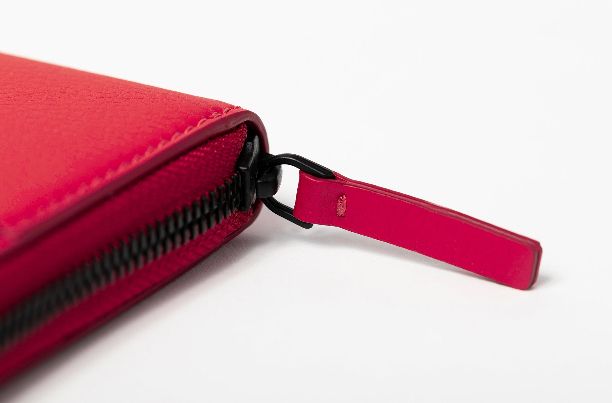 The Zip-Around Wallet in Technik-Leather in Cherry