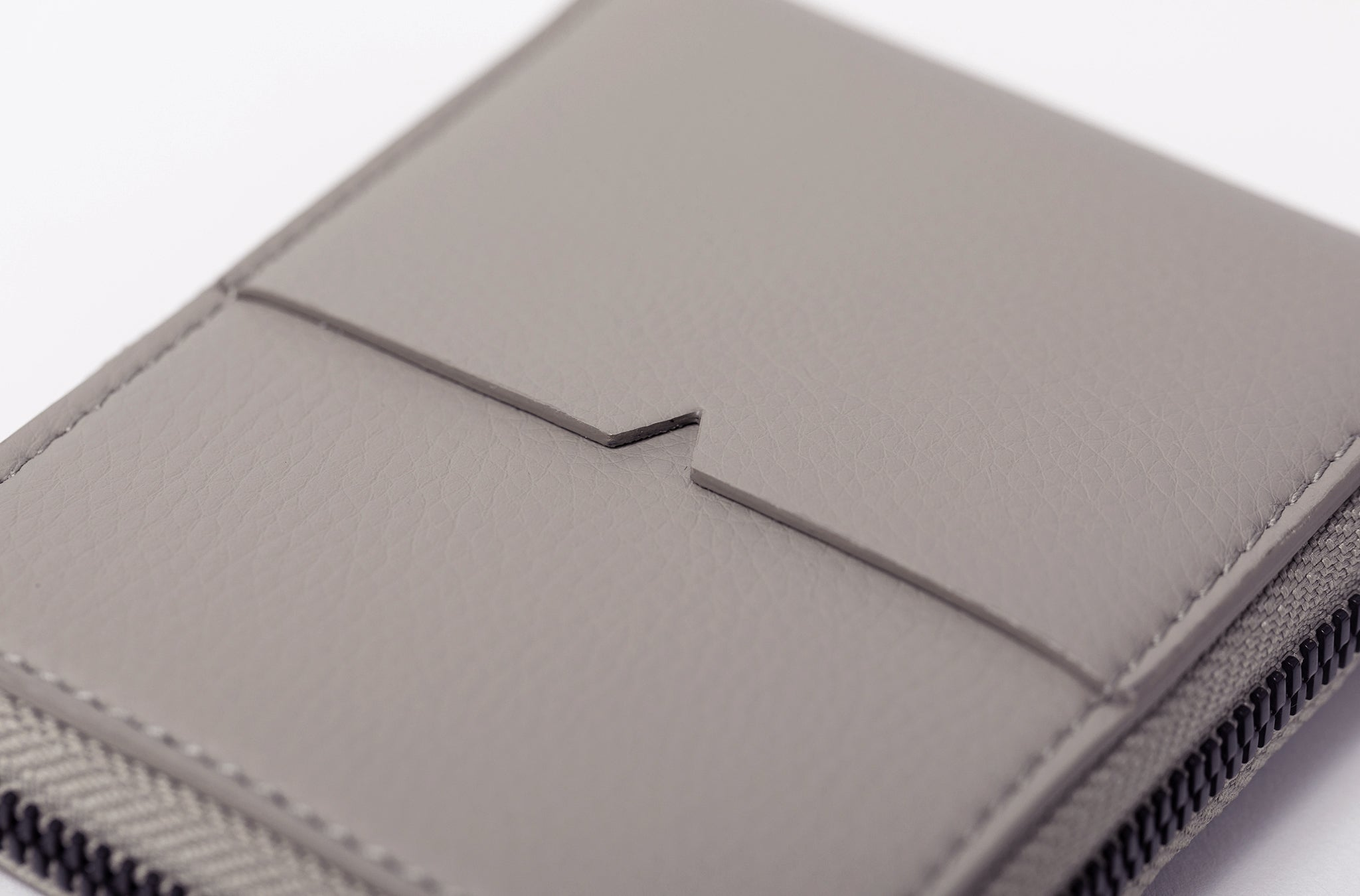 The Zip-Around Wallet in Technik-Leather in Stone