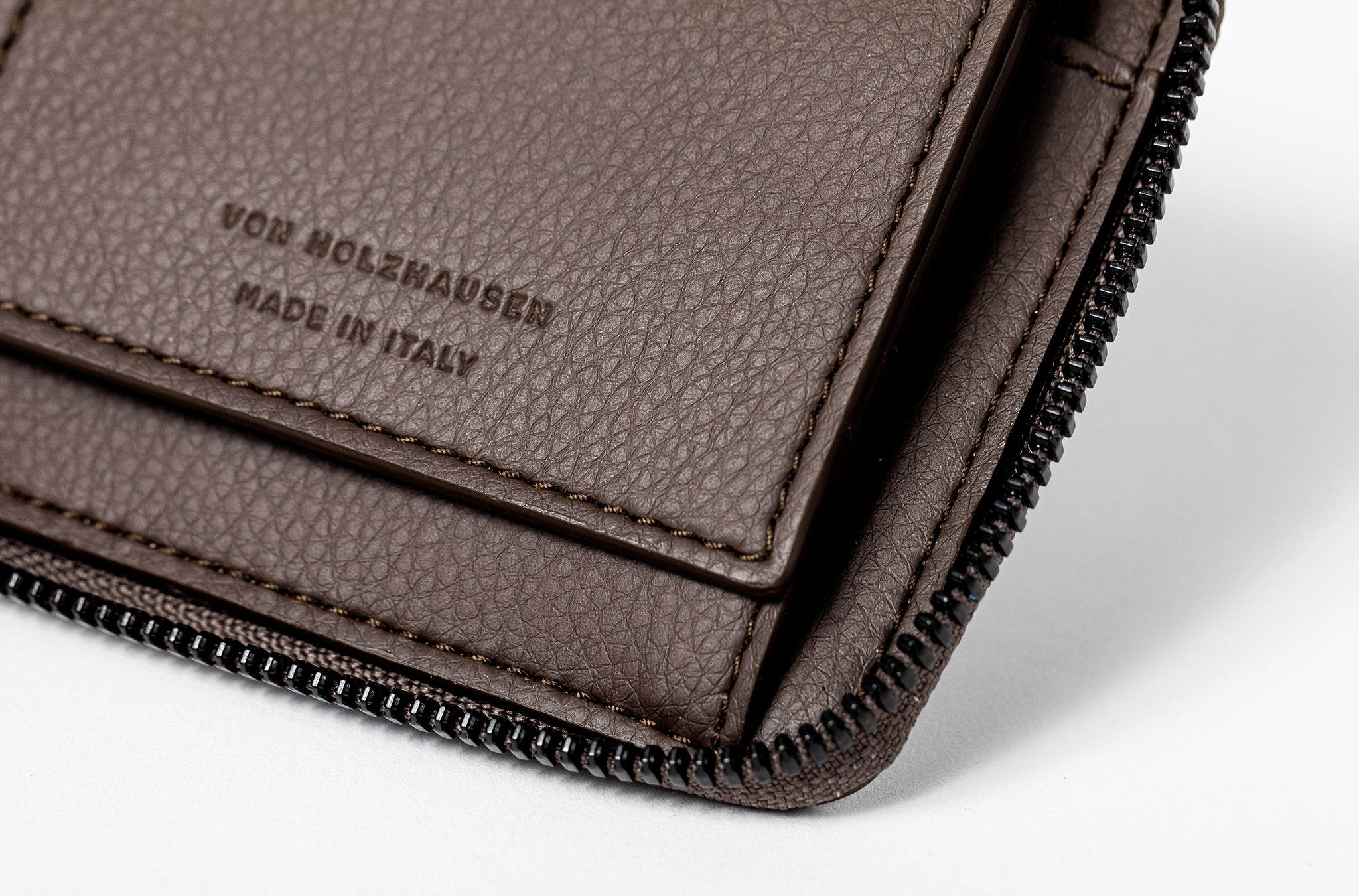 The Zip-Around Wallet in Technik-Leather in Taupe