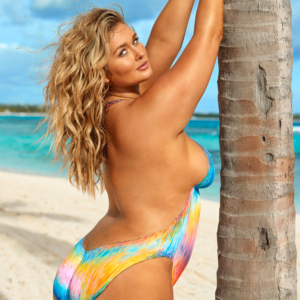 Article on Friday Feature: Plus-Size Model Hunter McGrady