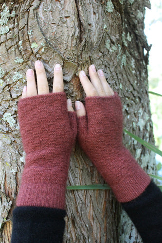 Fingerless Mitten in a textured knit - keeps your fingers free to use your electronic devices whilst your hand is toasty warm. Lothlorain. Possum Merino. Made in New Zealand