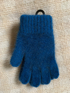Single thickness, cozy, warm and soft New Zealand made children's gloves.   These gloves are made from a luxurious blend of possum fur and superfine New Zealand Merino wool. Lagoon