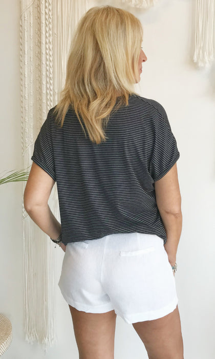 white linen pants with wide pockets