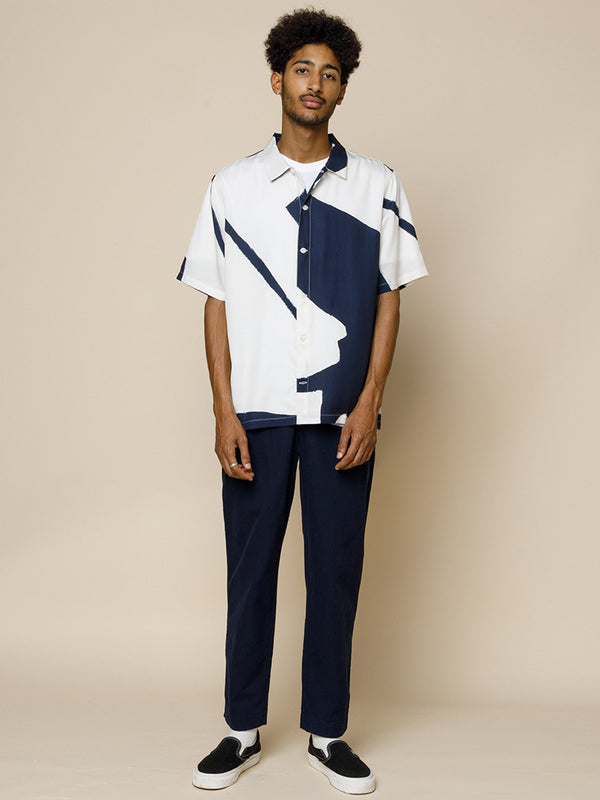 Folk Gabe Shirt in Border Print Navy & Ecru