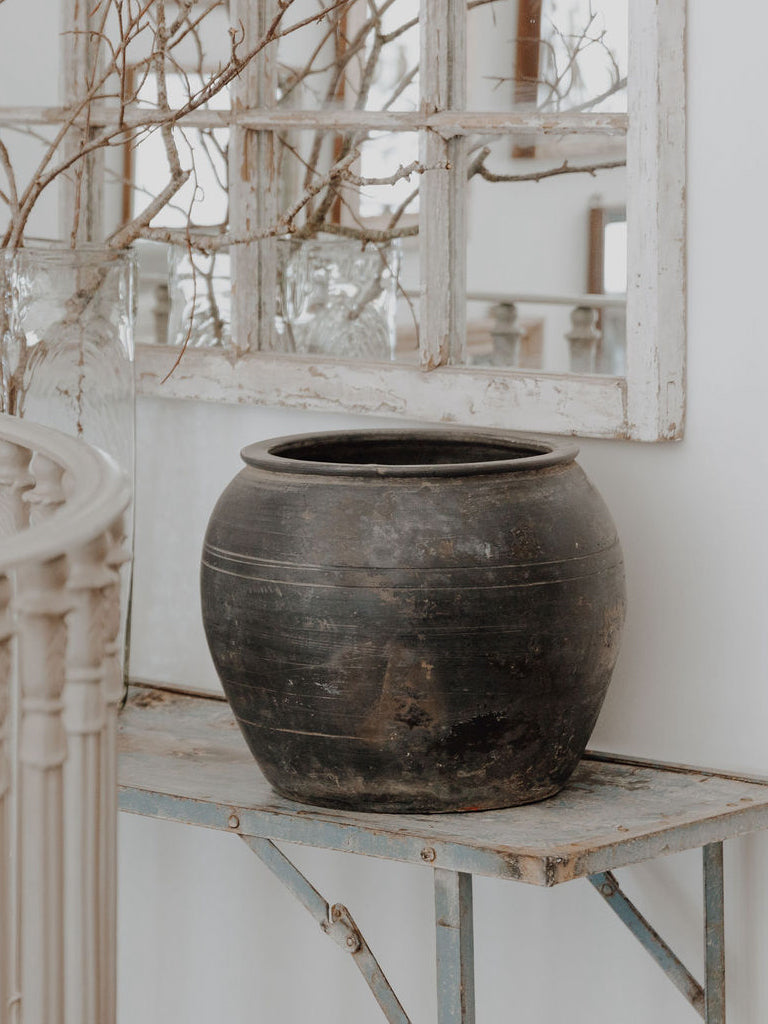 Large Rustic Pot in Black