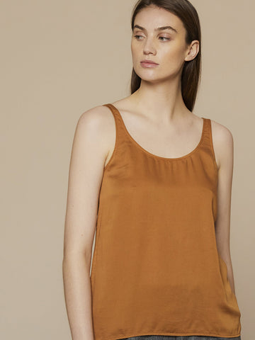 Folk Scoop Back Vest in Dusty Teak