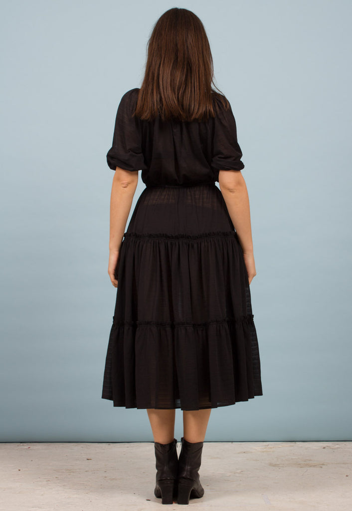 BLACK MID-LENGTH DRESS
