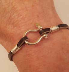 bow shackle leather bracelet